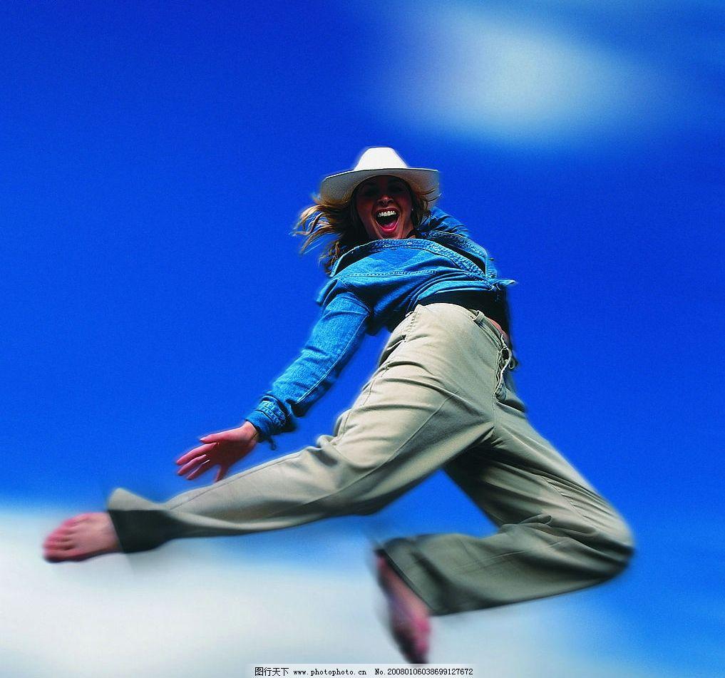 运动人物 欢快跳跃的时尚女性 文化艺术 体育运动 高清晰运动人物图