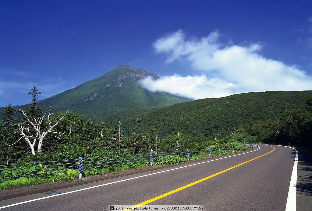 道路 蓝天 白云 高速 高山 大路 自然景观 自然风景 风景 摄影图库