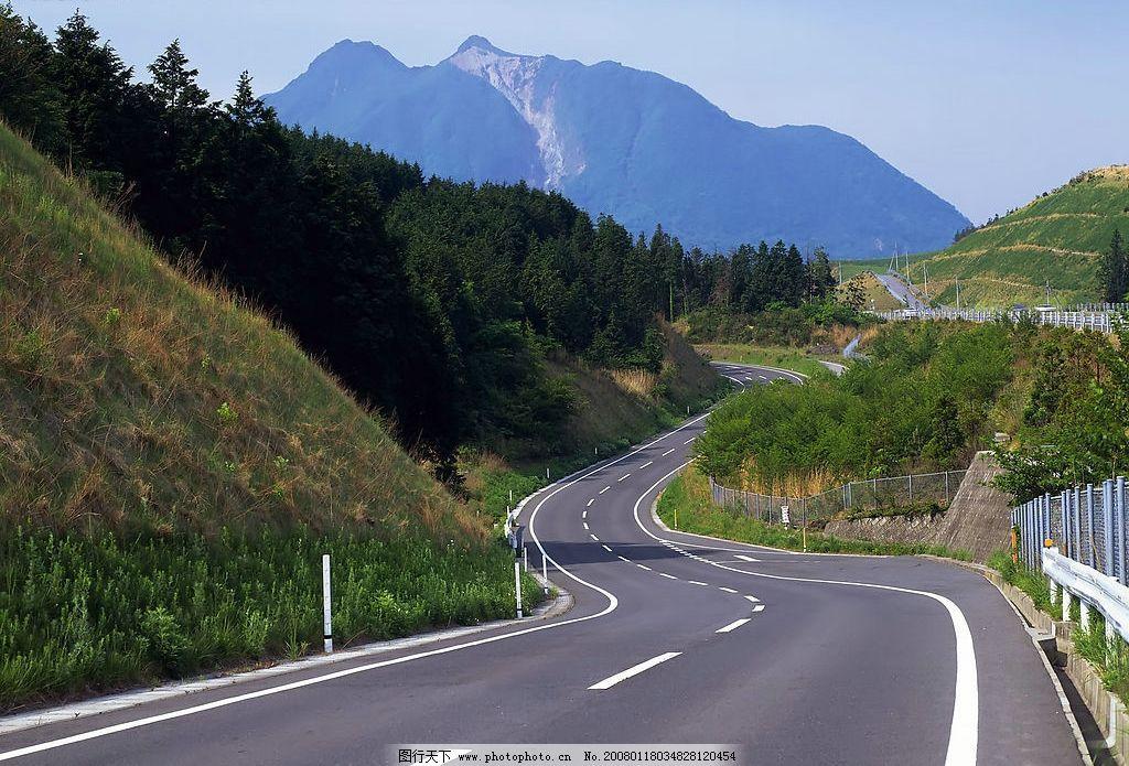 道路 大道 高速 蓝天 白云 高山 自然景观 自然风景 风景 摄影图库