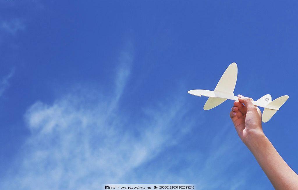 放纸飞机图片