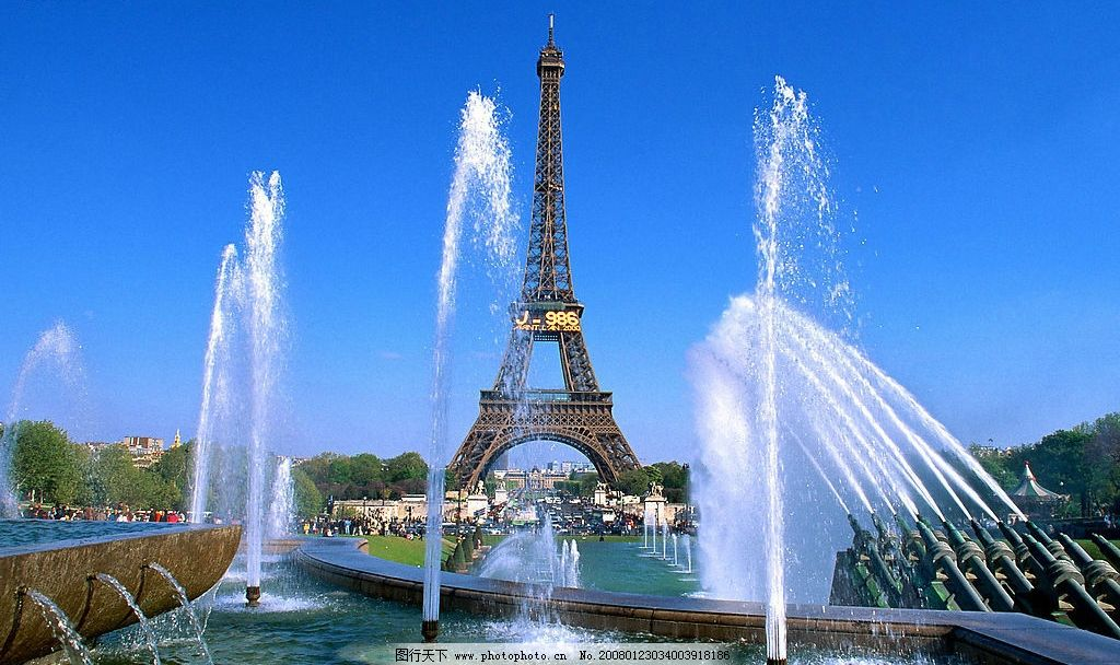 法国 旅游风光 巴黎 艾非尔铁塔 广场 喷泉 树 国外旅游 摄影图库