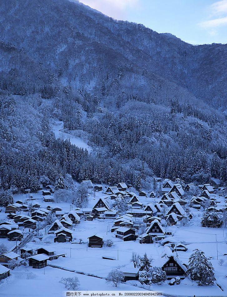 雪中村庄 小木屋 树林 自然景观 自然风景 美景风光 摄影图库 摄影