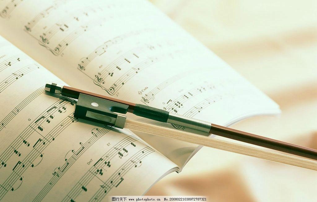 音谱与小提琴弓图片