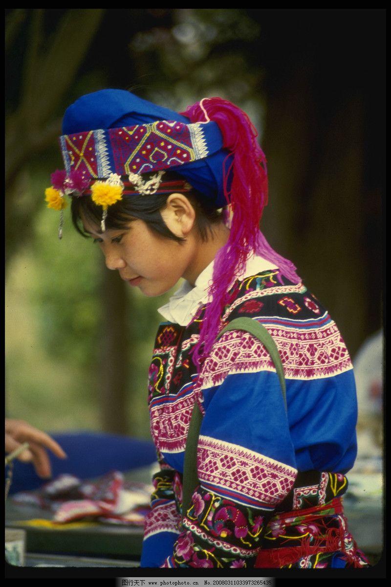 西藏服饰设计图