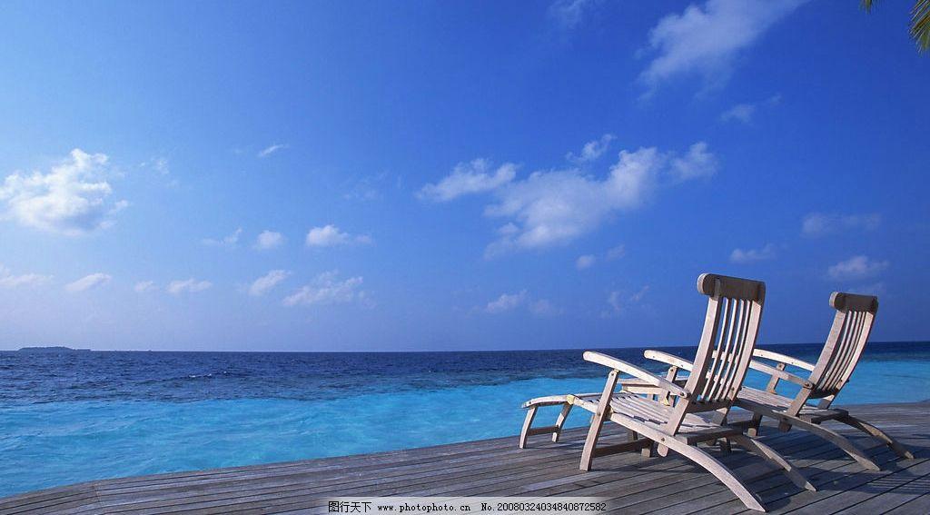 海边风景 沙滩 天空 云 椅子 摄影图库