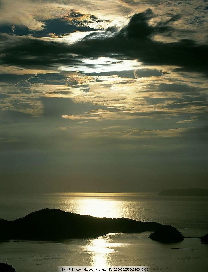 云彩 余辉 夕阳 黄昏 海边 大海 波浪 天空 傍晚 自然景观 自然风景